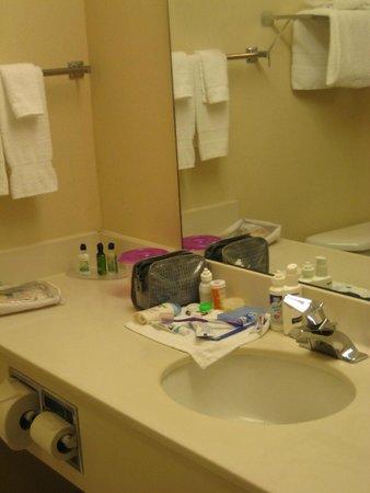 Breakers Express : Bathroom