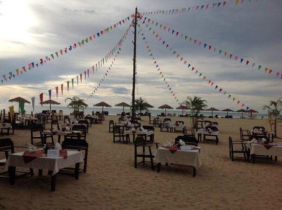 The Kib Resort & Spa: Dining on beach