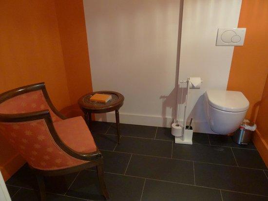 Manoir Dalmore : Toilette mit extra Sitzplatz ?!