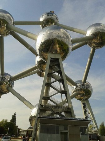 Atomium : Perspectiva del Atomo
