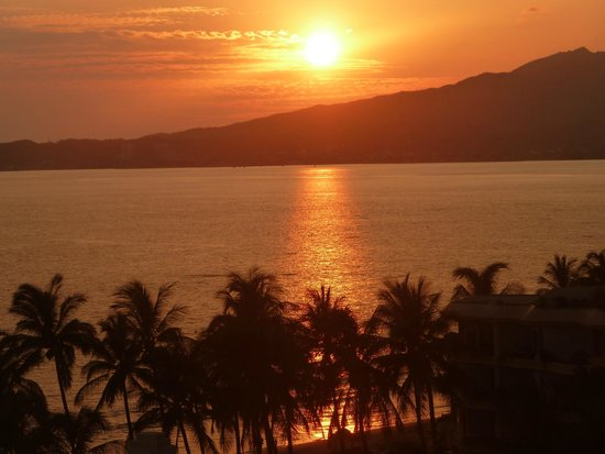 Hotel Riu Vallarta : Sunset viewed from 7th Floor