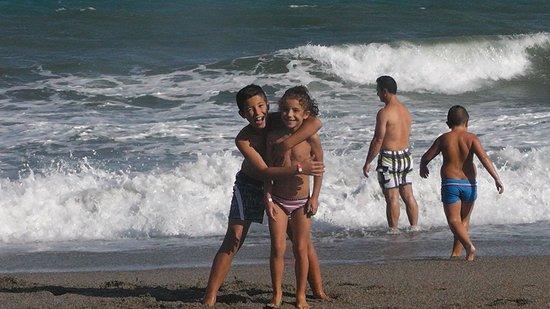 Diverhotel Roquetas: playa al ladito del hotel