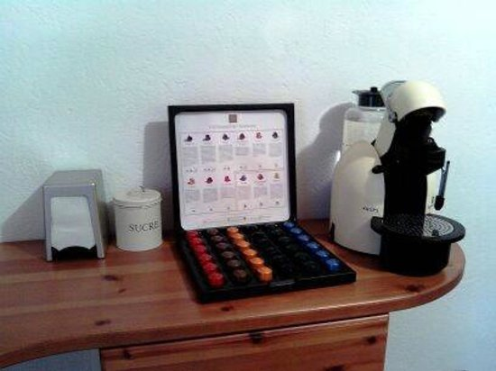 Maison Chantelune: Caffe' e tisane in camera