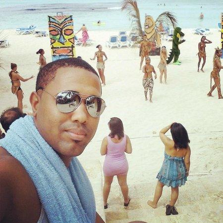 Viva Wyndham Dominicus Beach: Animacion en la playa