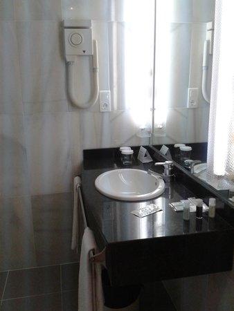 Hotel Tres Reyes: baño habitación 511