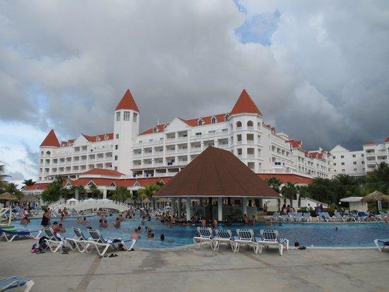 Grand Bahia Principe Jamaica : Pool side Bar