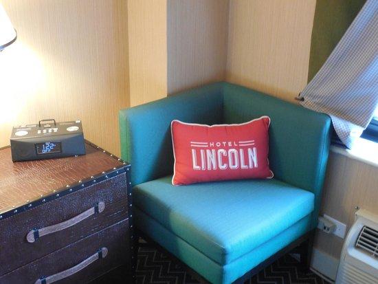 Hotel Lincoln, a Joie de Vivre Hotel: Side chair.