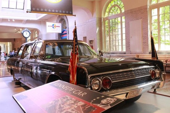 Henry-Ford-Museum: President Kennedy's Limo from Dallas, TX (modified)