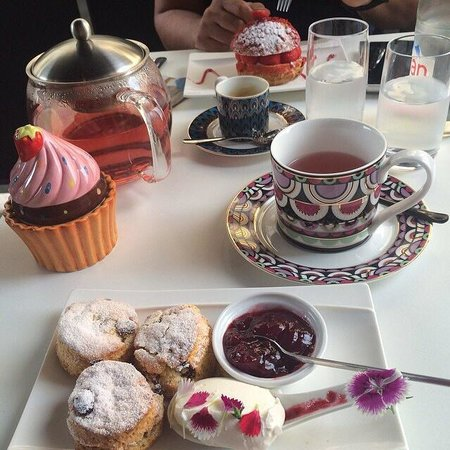 Pastry Plaisirs : Afternoon tea