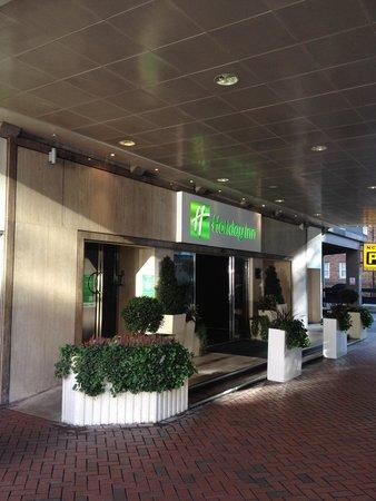 Holiday Inn London - Regent's Park: L'ingresso dell'hotel.