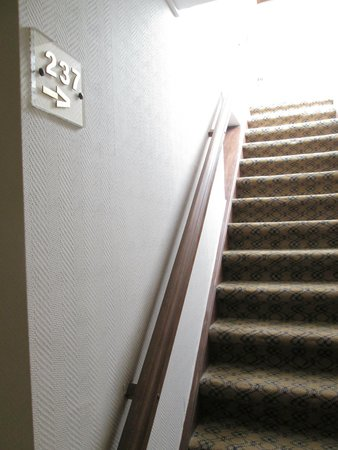 Floris Karos Hotel : Single staircase to room 237
