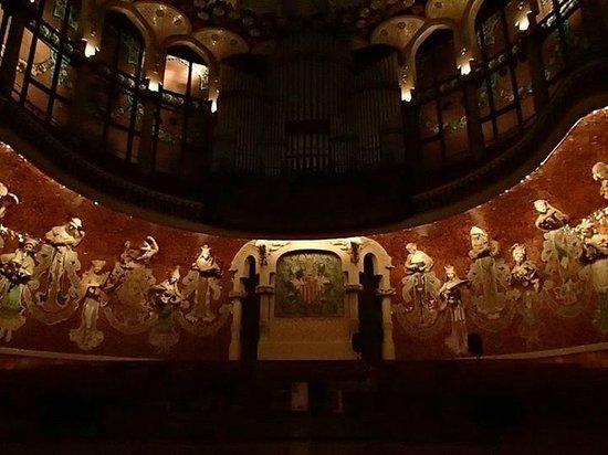 Palais de la Musique Catalane (Palau de la Musica Catalana) : The stage