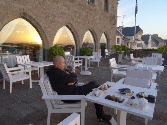 Hôtel Brittany & Spa : Digestiv auf der Terrasse