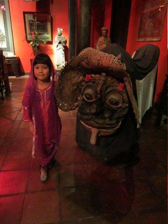 Hotel Tugu Bali : 骨董品のバロン