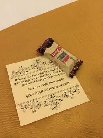 von Stackelberg Hotel Tallinn: Ежедневный комплимент-конфета от отеля