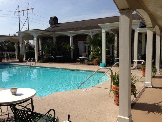 Best Western Plus Santee Inn: Inviting pool area
