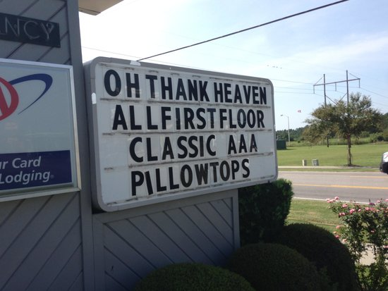 Best Western Plus Santee Inn: Sign says it all!