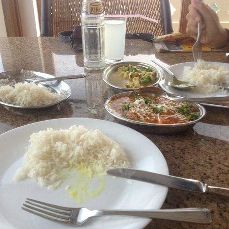 Jaiwana Haveli Roof Top Restaurant: Good masala, but boring chicken.