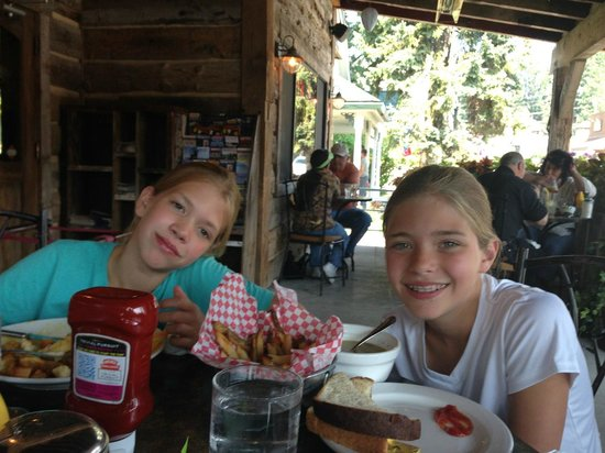 Pocketstone Cafe: Kids dig it!