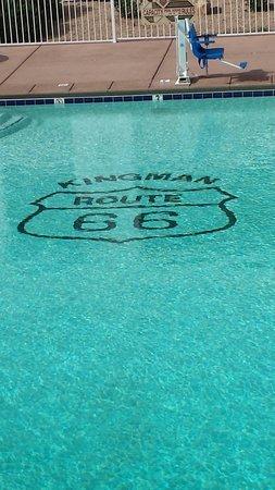 Ramada Kingman: Clean pool!