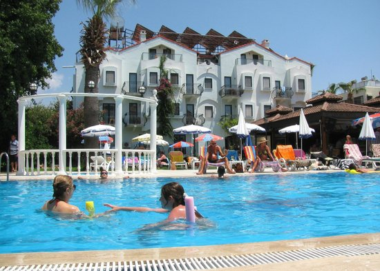 Oykun Hotel : Family friendly and relaxing pool area