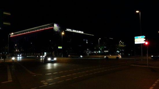 Hotel Berlin, Berlin: Hotel berlin by night. View from orania