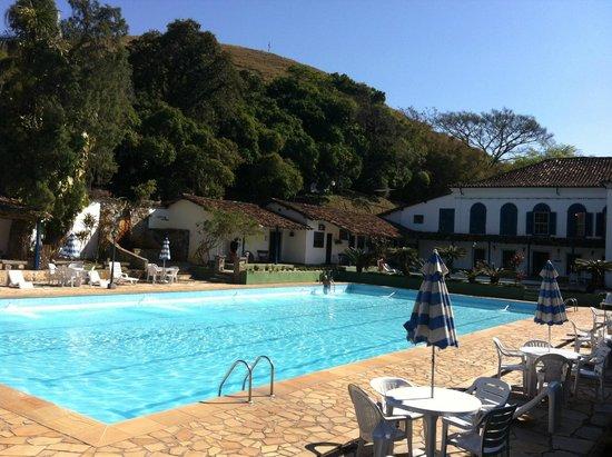 Hotel Fazenda Villa-Forte: área da piscina e sauna
