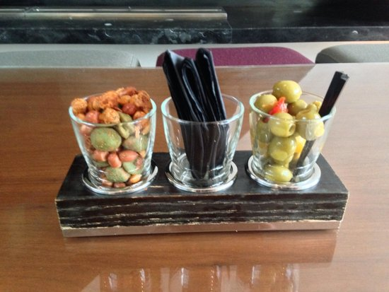 The Marker Hotel: Snacks in the bar.