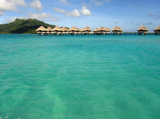 Le Meridien Bora Bora : private bungalows over the wayer
