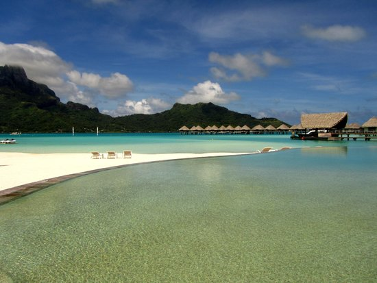 Le Meridien Bora Bora: hotel pool