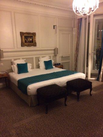 Hôtel Bradford Elysées - Astotel: Very Spacious Bedroom
