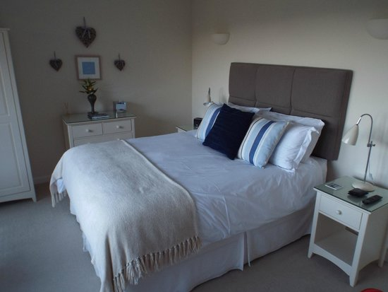 The Lookout Guesthouse : The Sea Room