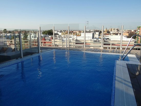 Catalonia Santa Justa Hotel: Piscina