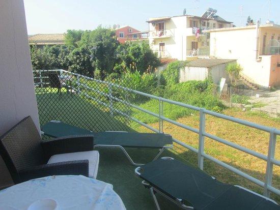 Aspioti - Pipitsa Luxury Apartments: Room 5 - Back View