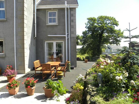 Toberdornan House: Patio area available for BBQs