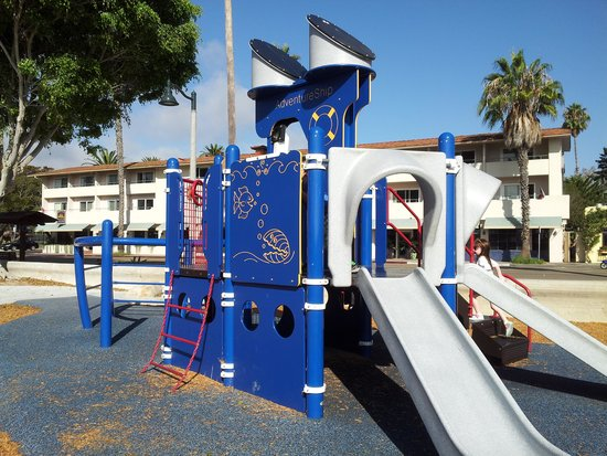 Best Western Beachside Inn: the nice little playground directly across the street from the Best Western
