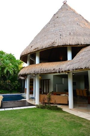 Abadi Villas : villa 1 pool view room & chill out area