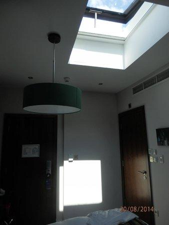 BEST WESTERN PLUS Seraphine Hammersmith Hotel : Pokój z oknem w suficie