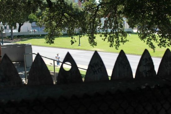 Dealey Plaza National Historic Landmark District: Standing behind the fence on top of the grassy knoll looking towards assisination