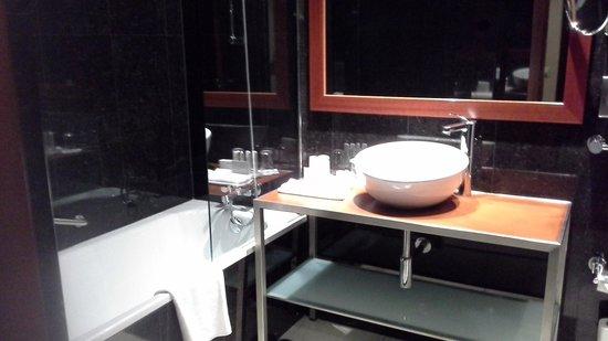 Radisson Blu Hotel, Lisbon : baño 1