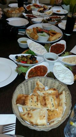 Efes : 16 starters for 4, with freshly baked bread