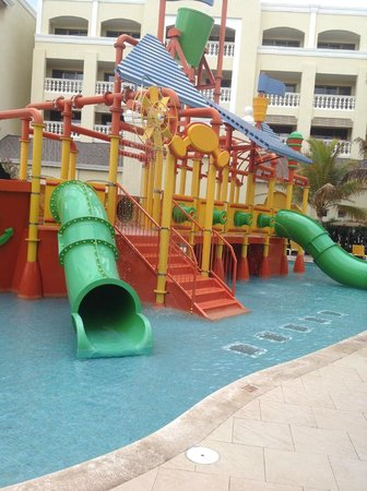 Iberostar Rose Hall Suites: pirate ship
