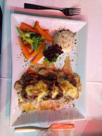 Samdan Restaurant : One of the fantastic steak dishes  This one on a bed of sliced potatoes.