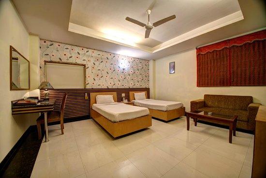 Hotel PR Residency: Twin Bed Room