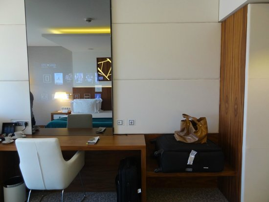 EPIC SANA Lisboa Hotel: La tv