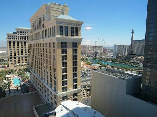 Vdara Hotel & Spa : Our fountain view from room 23028 (floor 23)