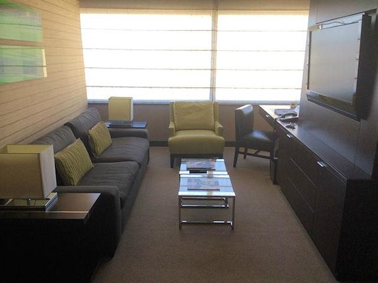 Vdara Hotel & Spa : View of the lounge area of the room