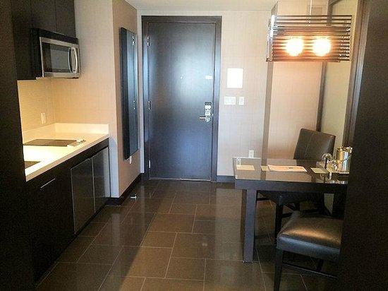 Vdara Hotel & Spa: Doorway to corridor, plus kitchen area