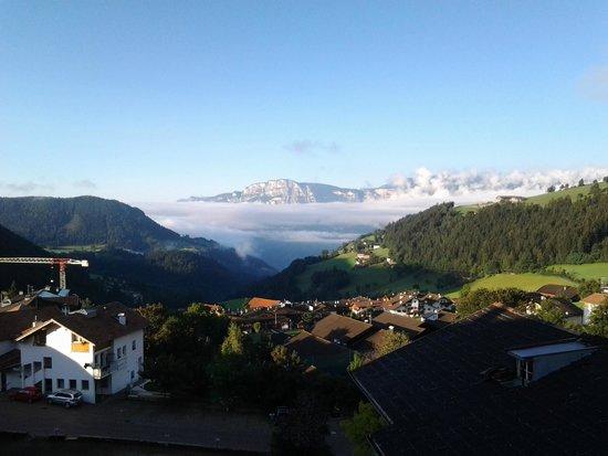 Pension Roderer : vista mattutina dal balcone della camera
