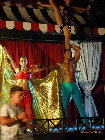 Gran Oasis Resort: Circus